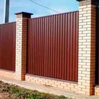 Забор с кирпичными столбами _5